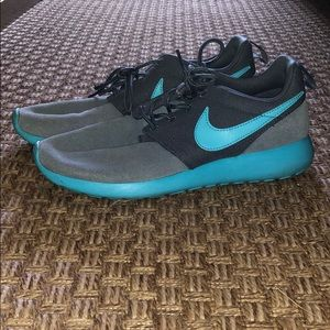 Women's Nike Roshes - Grey & teal 👟 size 6